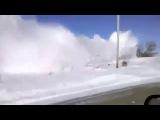 Поезд прорывается сквозь снежные сугробы)Суровые зимние условия