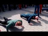 Акция 'В память о деде отожмусь за Победу!' Ветеран 77 лет порвал всех! Днепропетровск 09.05.2014